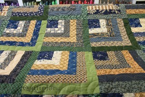 Paula's Log Cabin, quilted by Angela Huffman