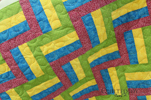 Instead of using a paper pantograph, Cheryl did a freehand loopy meander - QuiltedJoy.com
