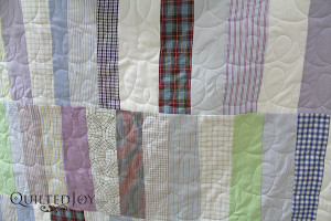"""Erin free motion quilted """"e's"""" and """"l's"""" on this quilt. This is a great technique for getting started with free motion quilting - QuiltedJoy.com"""
