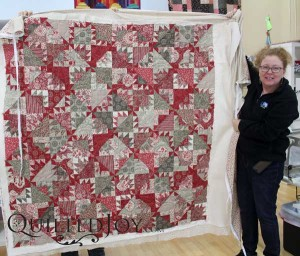 Pomme de Pin quilt pattern from French General. Maggi quilted this with the Kashmir pantograph at Quilted Joy.