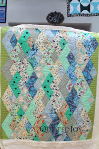 """Anna's modern quit with free motion quilting """"doodles"""""""