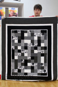 Kim free motion quilted a boxy design on her quilt