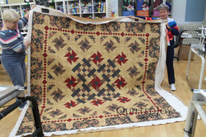 Stephaine used the Lorien's Paisley pantograph to quilt her quilt at Quilted Joy