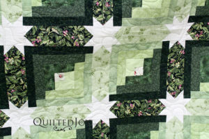 Log Cabin with Hidden Stars Quilt in Green