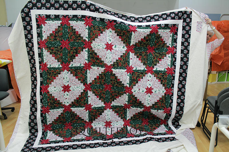 All it takes is the right fabric to make any quilt a Christmas quilt! Bertie used themed fabric to turn this log cabin with hidden stars into the perfect Christmas quilt.