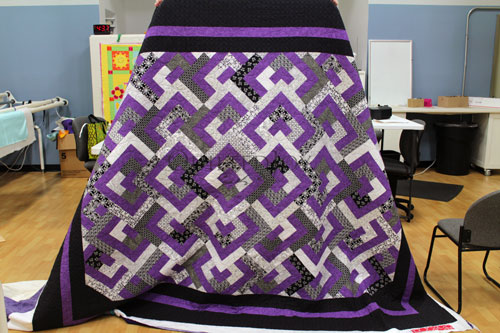 Vickie's purple, black, and white quilt quilted with the Bubbles Design Board