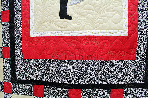 Swirly hearts longarm quilted on a signature wedding quilt