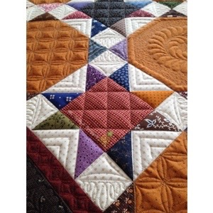 Custom machine quilting by Linda Hrcka of The Quilted Pineapple