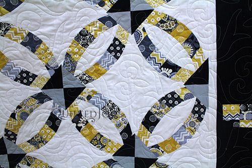 Valerie's Metro Rings Quilt after renting a Longarm Quilting Machine at Quilted Joy
