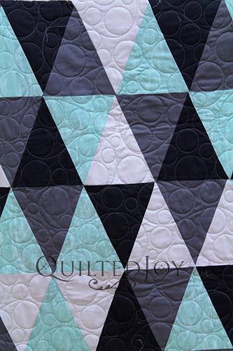 Judy Triangles Quilt CU